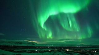 Εντυπωσιακό timelapse: το Βόρειο Σέλας πάνω από το ηφαίστειο