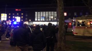 Δύο άνδρες επιτέθηκαν με τσεκούρι σε πλήθος στο σταθμό τρένων του Ντίσελντορφ