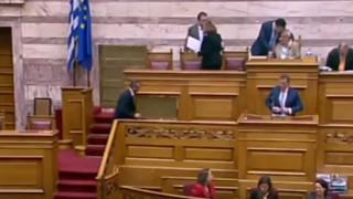 Ο διάλογος του Άδωνι Γεωργιάδη με τον Κακλαμάνη... με ανοιχτό το μικρόφωνο (vid)