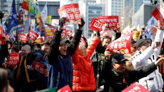 Ν. Κορέα: Γιόρτασαν την καθαίρεση της προέδρου... τρώγοντας κοτόπουλο