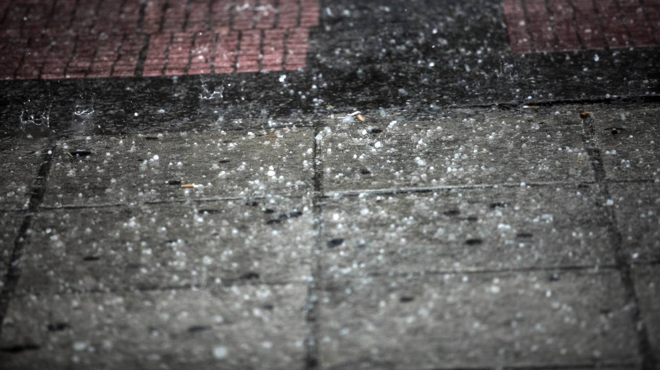 Κέρκυρα: Χαλάζι σε μέγεθος φουντουκιού σκέπασε την πόλη