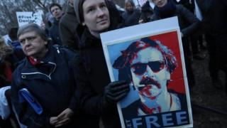 Δημοσιογράφοι διαδηλώνουν υπέρ των φυλακισμένων συναδέλφων τους