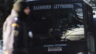 Μολότοφ και πέτρες κατά των ΜΑΤ στη Χαριλάου Τρικούπη
