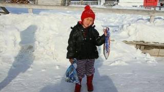 Τετράχρονο κοριτσάκι διένυσε 8 χλμ. στα χιόνια για να βοηθήσει την γιαγιά του (Pics)