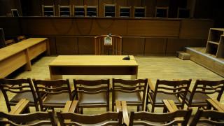 Ο αντιεισαγγελέας στέλνει στο εδώλιο 17 άτομα για τις μίζες των «ιπτάμενων ραντάρ»