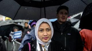 Ευρωπαϊκό Δικαστήριο: Οι εργοδότες μπορούν να απαγορεύσουν τη μαντίλα στο γραφείο