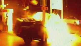 Αυτοκίνητο εισβάλλει σε βενζινάδικο και ανατινάζεται (vid)
