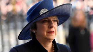 Μέι: Η κυβέρνηση δεν μπορεί να υποδεικνύει στις γυναίκες τι να φορούν