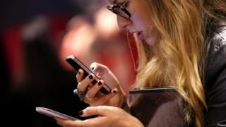 «Σερφάρουν» από το smartphone οι Έλληνες