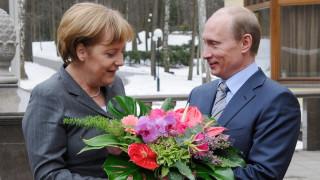 Συνάντηση Μέρκελ - Πούτιν στη Μόσχα