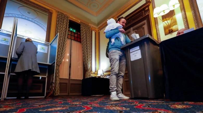 Εκλογές στην Ολλανδία: Μεγάλη η προσέλευση στις κάλπες