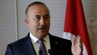 Απειλεί ο Τσαβούσογλου να ακυρώσει τη συμφωνία στο προσφυγικό