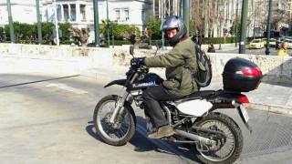 Οι βουλευτές που άφησαν τα αυτοκίνητα και πήραν τις... μοτοσικλέτες (pics)