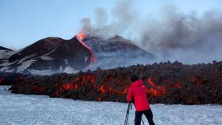 Έκρηξη του ηφαιστείου Αίτνα- Τραυματίστηκαν τουρίστες και το συνεργείο του ΒΒC (pics)