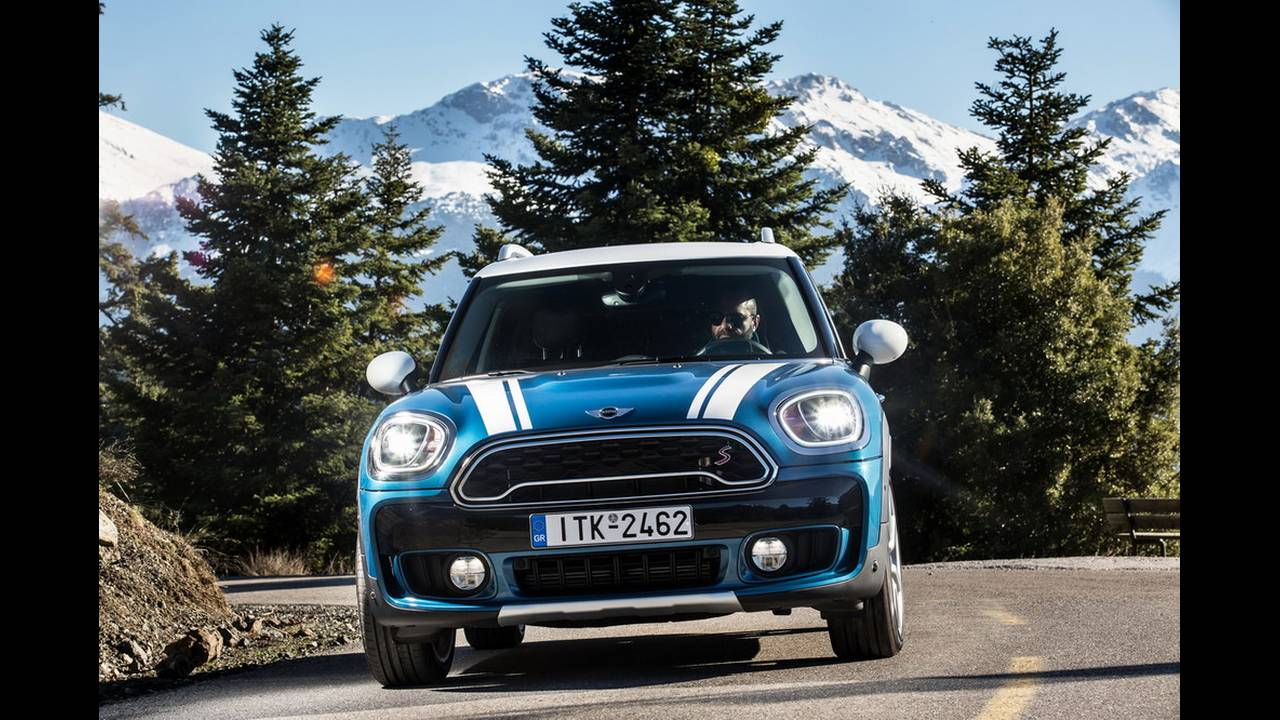 https://cdn.cnngreece.gr/media/news/2017/03/16/72221/photos/snapshot/MINI-COUNTRYMAN-2017-15.jpg