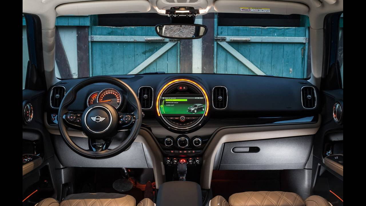 https://cdn.cnngreece.gr/media/news/2017/03/16/72221/photos/snapshot/MINI-COUNTRYMAN-2017-20.jpg