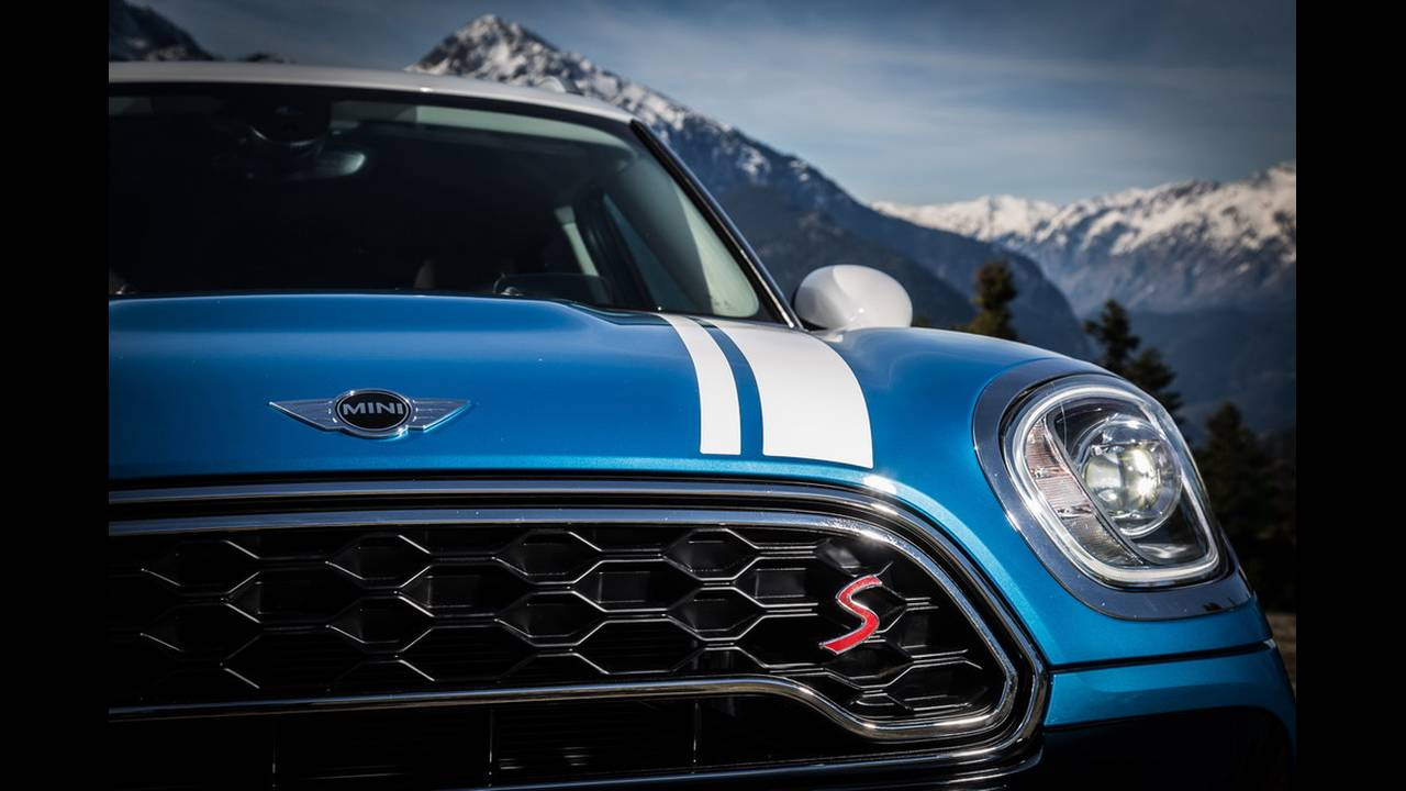 https://cdn.cnngreece.gr/media/news/2017/03/16/72221/photos/snapshot/MINI-COUNTRYMAN-2017-24.jpg