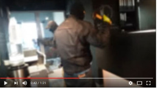 Το βίντεο με την επίθεση του Ρουβίκωνα σε γνωστή αλυσίδα καφέ