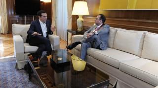 Οι συλλογικές διαπραγματεύσεις στο επίκεντρο συνάντησης Τσίπρα-Πιτέλα (pics)