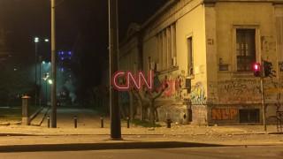 Κουκουλοφόροι πέταξαν βόμβες μολότοφ κατά αστυνομικών στο Πολυτεχνείο (pics)
