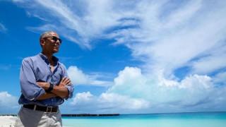 Την απόλυτη ηρεμία σε έναν εξωτικό παράδεισο κάπου στον Ειρηνικό απολαμβάνει ο Μπαράκ Ομπάμα