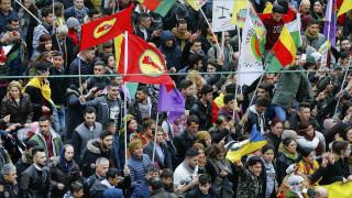 Γερμανία: Περίπου 30.000 Κούρδοι διαδήλωσαν για «δημοκρατία στην Τουρκία» (pics)
