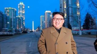 Ο Κιμ Γιονγκ Ουν μιλά για «αναγέννηση» της πυραυλικής βιομηχανίας της Β. Κορέας