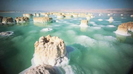 Ένα θαύμα της φύσης «αργοπεθαίνει» - Η Νεκρά Θάλασσα εκπέμπει S.O.S