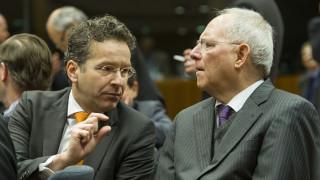 Απειλές Σόιμπλε για «οικονομικό στραγγαλισμό» της Ελλάδας - Η ανησυχία Ντάισελμπλουμ