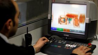 Μετά τις ΗΠΑ και το Λονδίνο απαγορεύει τις ηλεκτρονικές συσκευές στα αεροπλάνα