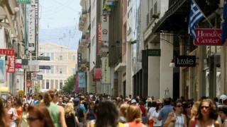 Economist: Η οικονομική κρίση έκανε την Αθήνα φθηνότερη