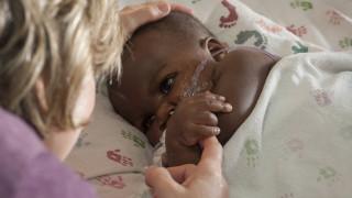 Το μωρό που γεννήθηκε με διπλή σπονδυλική στήλη και τέσσερα πόδια