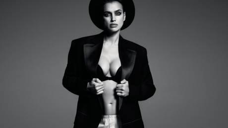 H έγκυος Iρίνα Σάικ, ανδρόγυνη ντίβα στη Vogue Ρωσίας