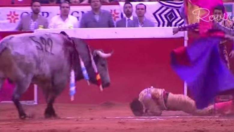 Η εκδίκηση του ταύρου: Δείτε πώς γλιτώνει από θαύμα ο ταυρομάχος (Vid)
