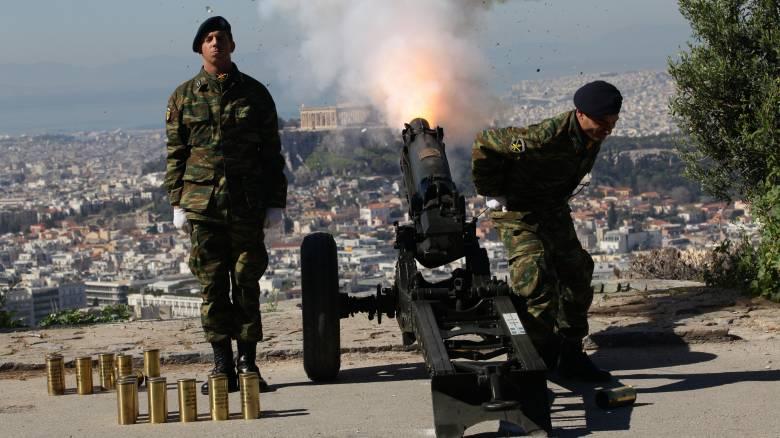 25η Μαρτίου: Οι 21 χαιρετιστήριες βολές από το πυροβολείο του Λυκαβηττού (pics)
