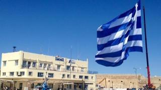 25η Μαρτίου: Η μεγαλύτερη γαλανόλευκη κυματίζει στο Ηράκλειο Κρήτης