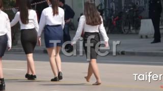 Μαθήτρια στη Θεσσαλονίκη έκανε παρέλαση... ξυπόλητη (vid)
