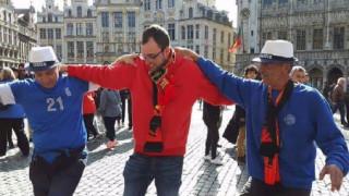 Χόρεψαν... συρτάκι στην πλατεία των Βρυξελλών (pic)