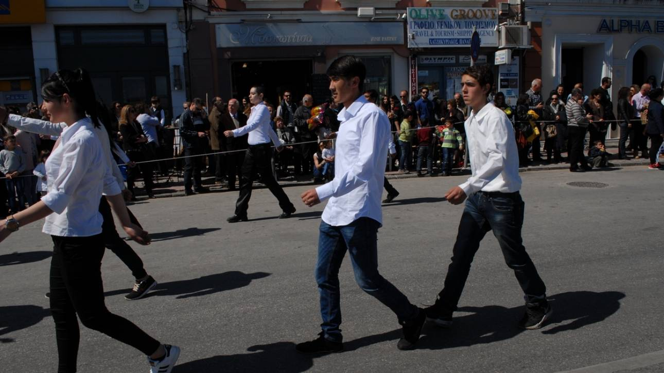 Μυτιλήνη: Ο Χαντί από το Αφγανιστάν παρέλασε τιμώντας την εθνική επέτειο της 25ης Μαρτίου