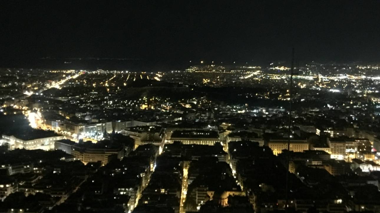 Ώρα της Γης: Έσβησαν τα φώτα στην Αθήνα (pics)