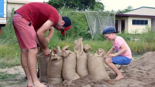 Αυστραλία: Συναγερμός λόγω του κυκλώνα Ντέμπι (pics)