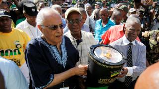 Πέθανε ο Νοτιοαφρικανός ακτιβιστής Αχμέντ Κατράντα