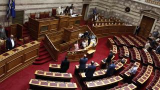 Ενός λεπτού σιγή τήρησε η Βουλή στη μνήμη των τεσσάρων παιδιών στον Εύοσμο