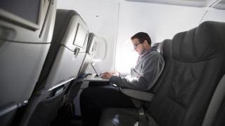 IATA : Απαράδεκτη η απαγόρευση των ηλεκτρονικών συσκευών στις πτήσεις