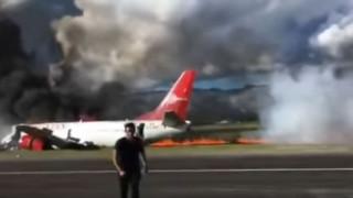 Περού: Αεροπλάνο έπιασε φωτιά στην προσγείωση - 141 επιβάτες δεν έπαθαν το παραμικρό (Vid)