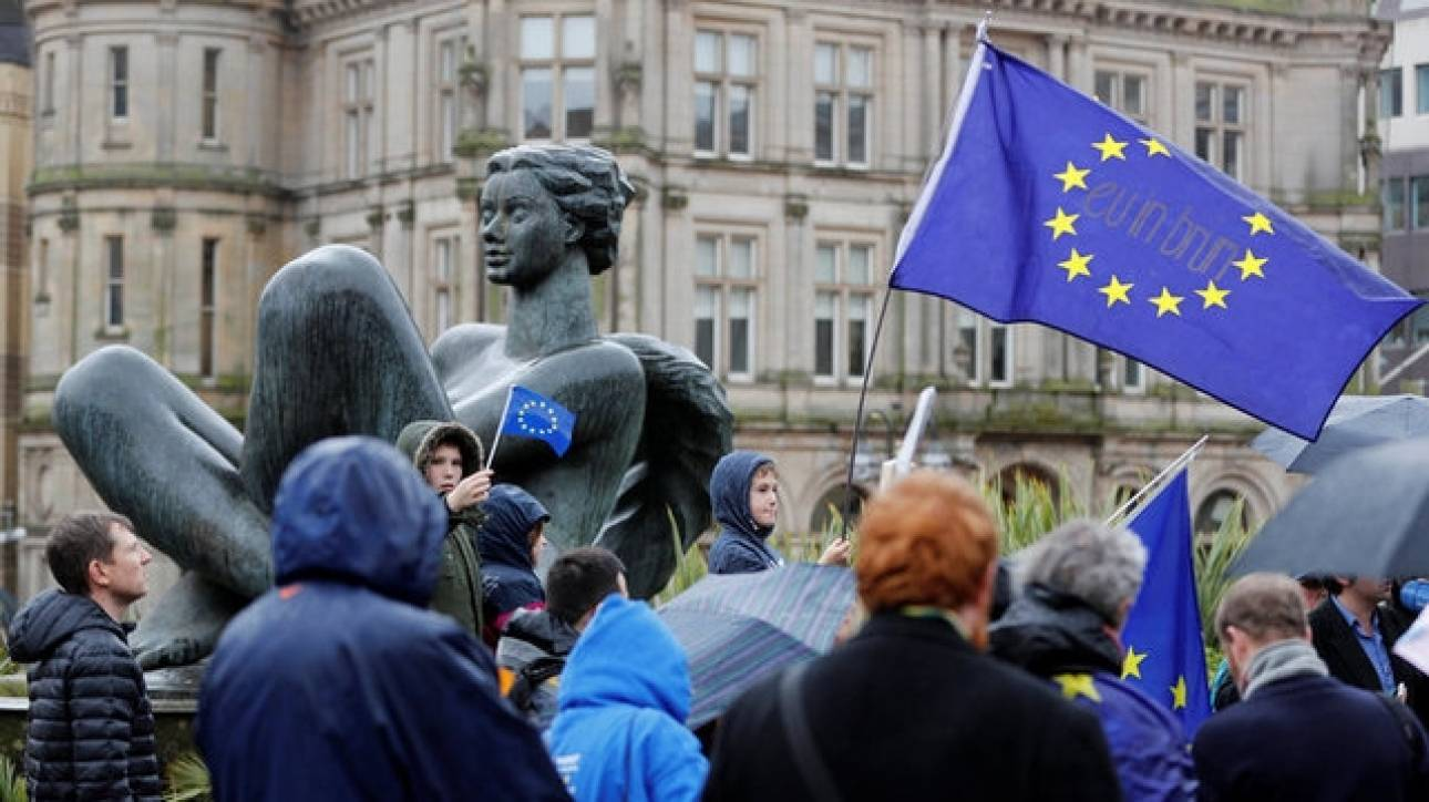 Brexit: Οι φωτογραφίες που η Μέι θα ήθελε να ξεχαστούν