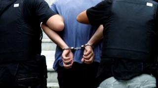 Ελληνοποιήσεις με «λευκούς γάμους» και υιοθεσίες - Αστυνομικοί και συμβολαιογράφοι στο κόλπο