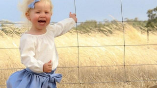 Αυτή η φωτογραφία κρύβει έναν θανάσιμο κίνδυνο για το μικρό κορίτσι (pics)