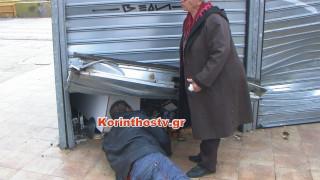 Ισθμός Κορίνθου: Κλέφτες μπήκαν για τρίτη φορά με αυτοκίνητο σε περίπτερο (pics&vid)