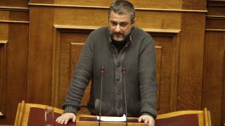 Πρωτοφανές περιστατικό με βουλευτή της Χρυσής Αυγής στη Βουλή (pics)